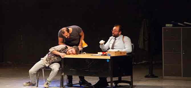 """Entropi Sahne """"Yastık Adam"""" ile ülkemizde ilk kez sahne aldı"""