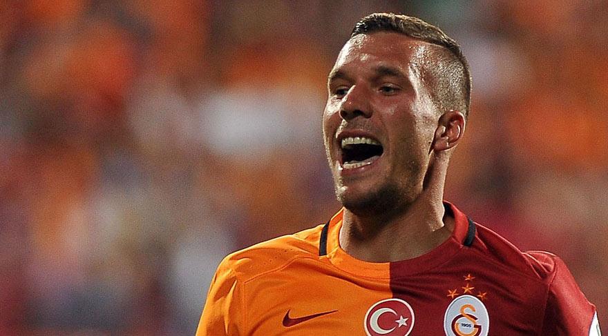 Lukas Podolski yeşil sahalara dönüyor