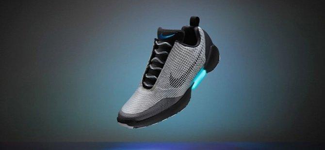 Nike'ın otomotik bağcıklı ayakkabısı kasımda satışa çıkıyor