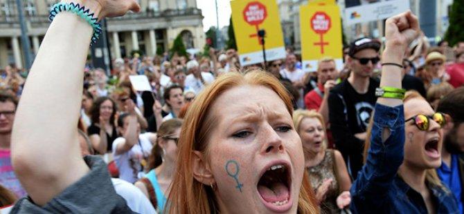 Polonya'da kadınlar kürtaj hakkı için genel greve gidiyor