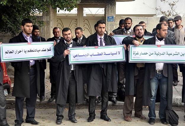 Hukukçular ablukayı protesto etti
