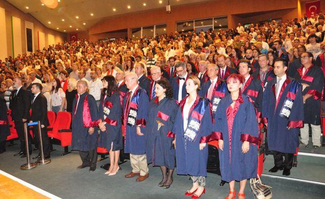 Yakın Doğu Üniversitesi Beyaz Önlük Giyme Töreni yoğun katılımla gerçekleştirildi