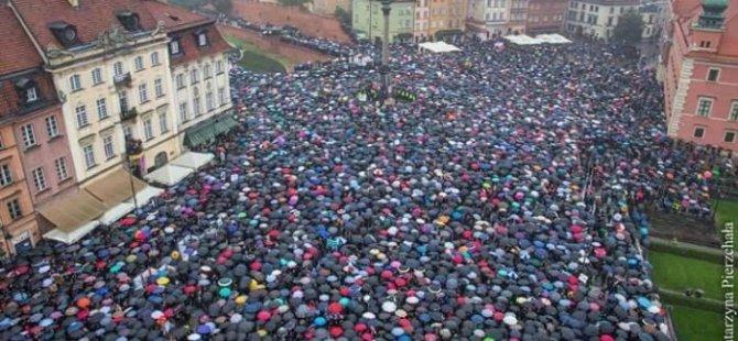 Kadınlar kazandı: Polonya hükümeti kürtaj yasağında geri adım attı
