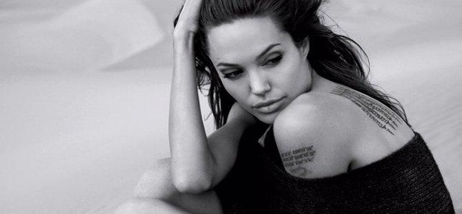 Angelina Jolie 'boşanma terapisi'ne başladı