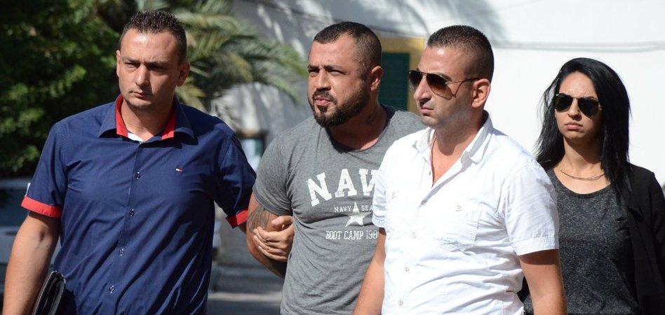 Girne'de olaylı gece: Barı dağıttılar