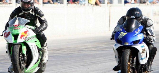 """İskele'de """"Moto Drag"""" yarışı düzenleniyor"""