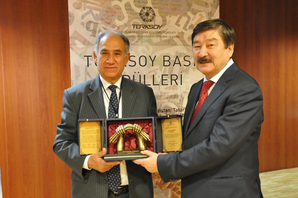 Türksoy'dan Cahit ve Güvenir'e basın onur ödülü