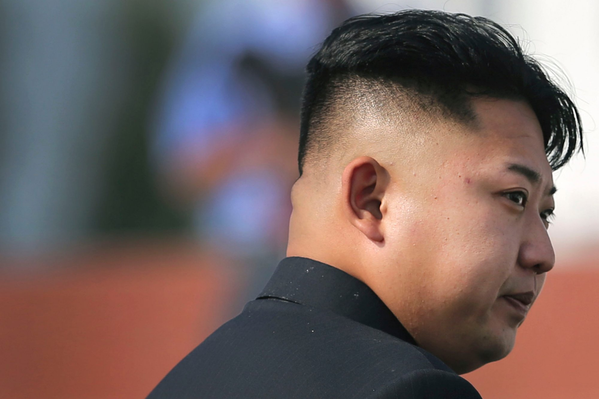 Kuzey Kore'de erkeklere zorunlu başkan traşı!..