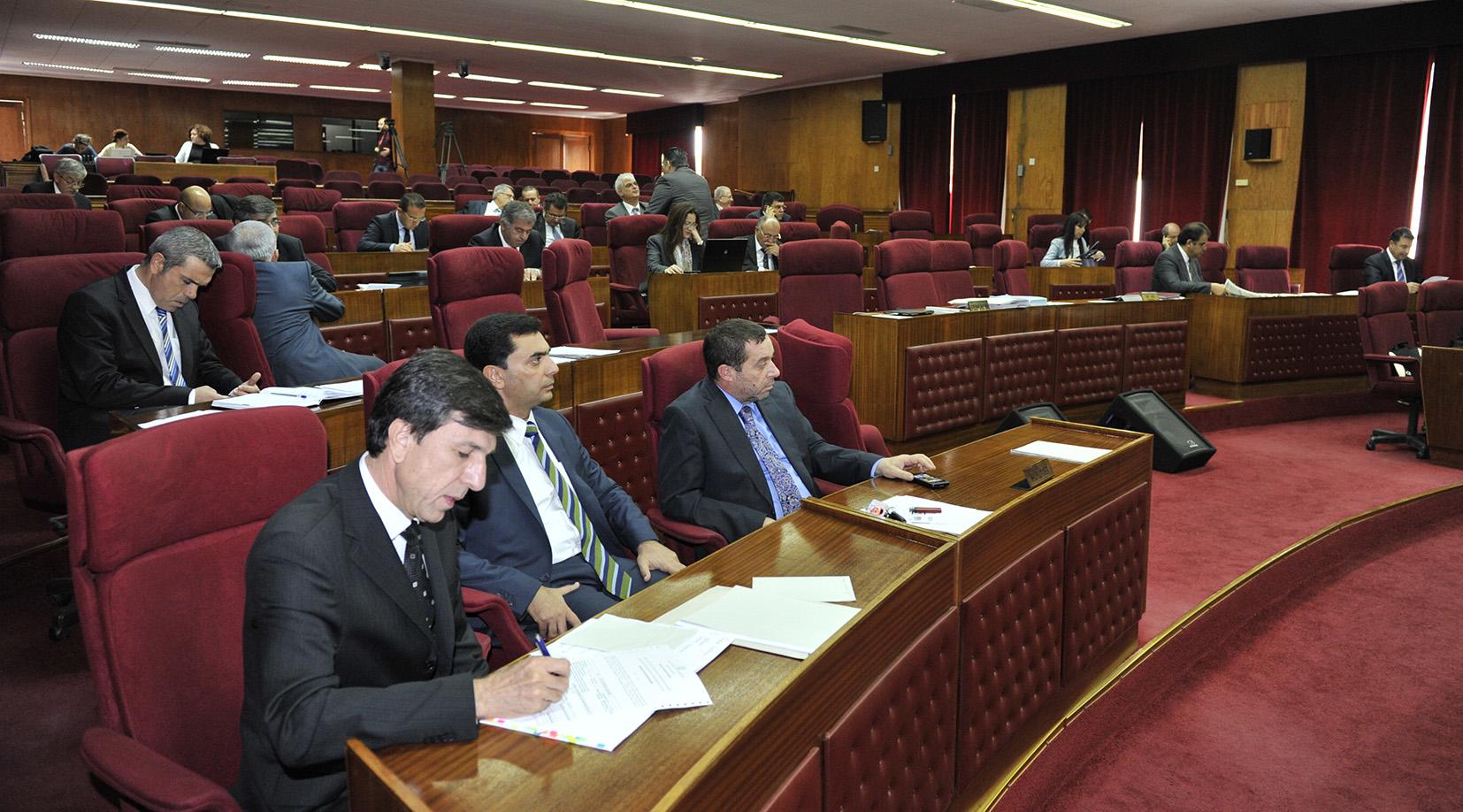 Meclis her telden çaldı