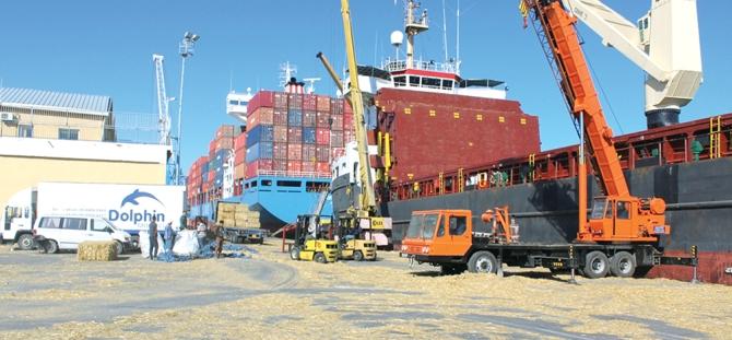 Son Dakika: Mesai Kaosu devam ediyor....Meyve Sebze Yüklü Tırlar Limanda Mahsur Kaldı