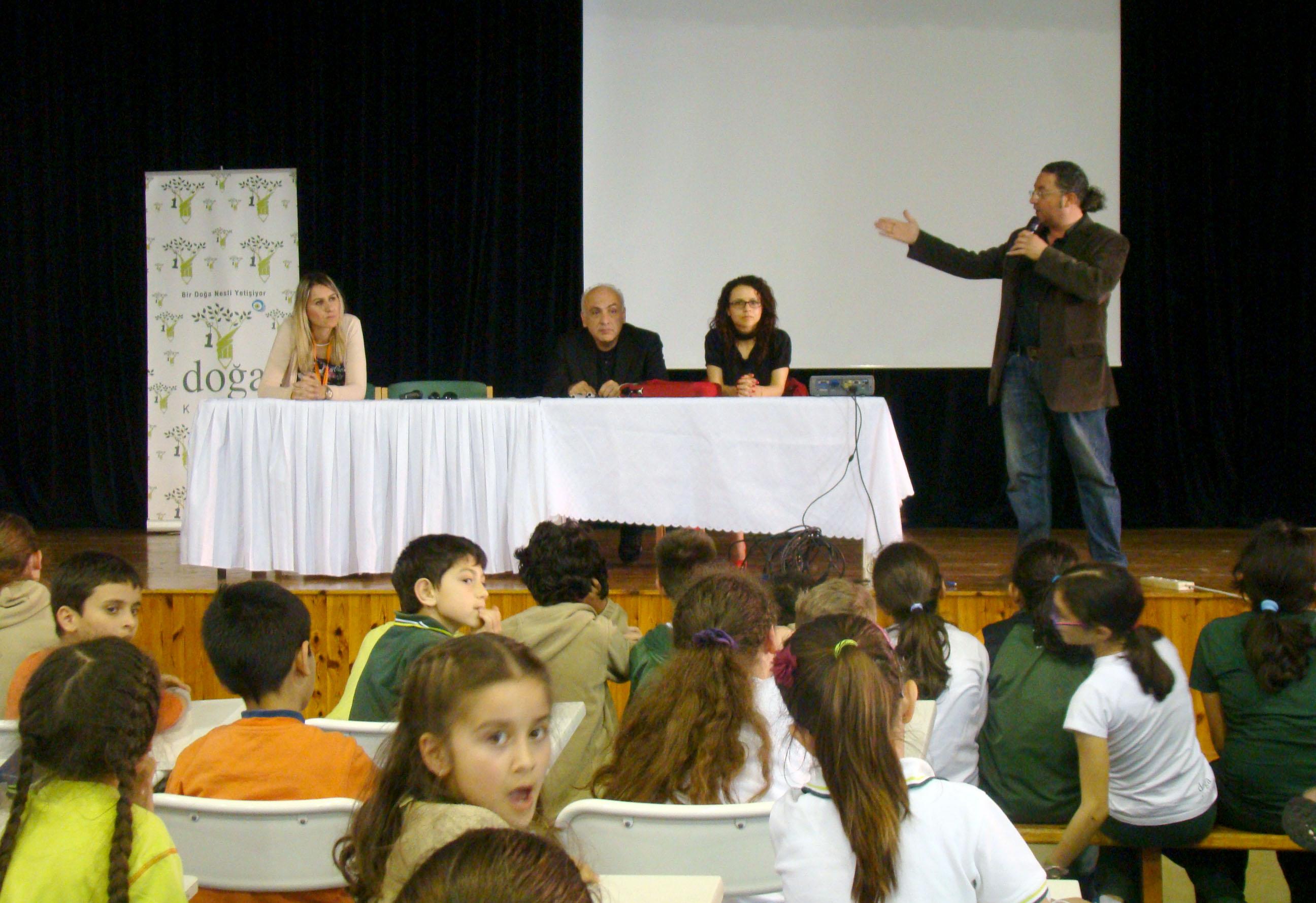 Hasan Çakmak'ın sesli kitabı Doğa İlkokulu öğrencilerine tanıtıldı.
