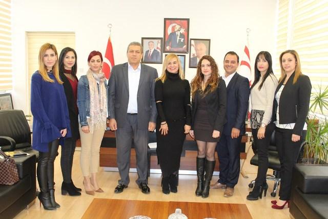 Belediye ve Gençlik Çalıştayı'nın Raporu Belediye Başkanı İsmail Arter'e sunuldu