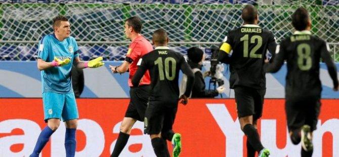 Dünya futbolunda bir ilk: Videodan penaltı kararı