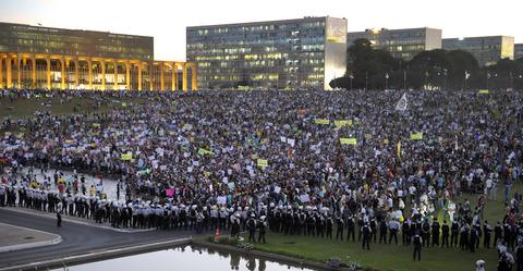 Brezilya'da protestolar etkisini gösterdi