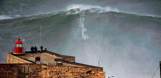Tsunamide sörf nefesleri kesti