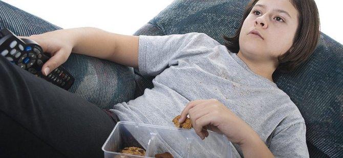 Televizyon, akıllı telefon ve tablet, obeziteye neden oluyor