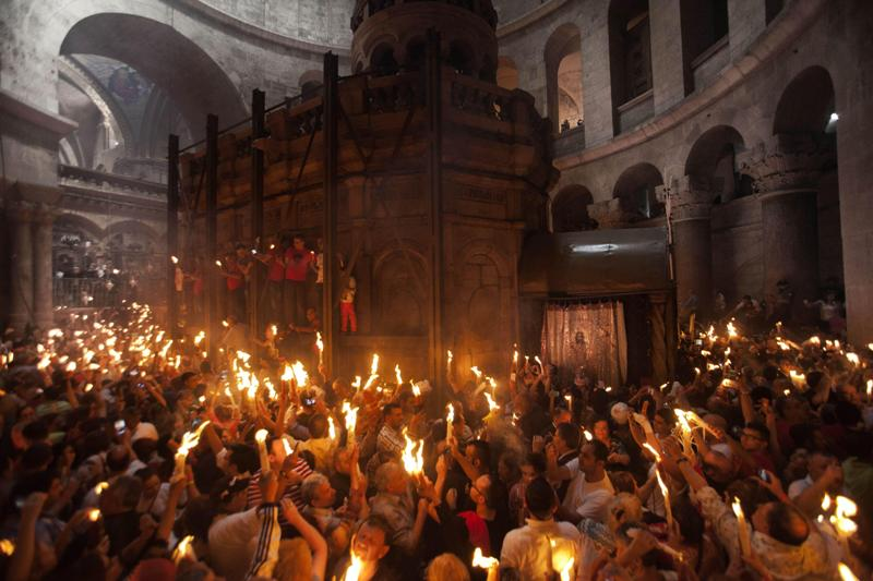 Yunanistan'da roketlerle Paskalya kutlaması