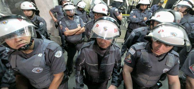 Brezilya'da polis memurları meclisi bastı