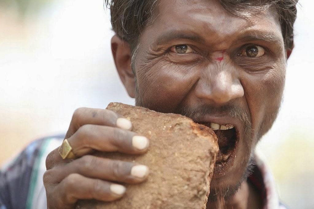 Her gün 3 kilo tuğla ve çamur yiyor!