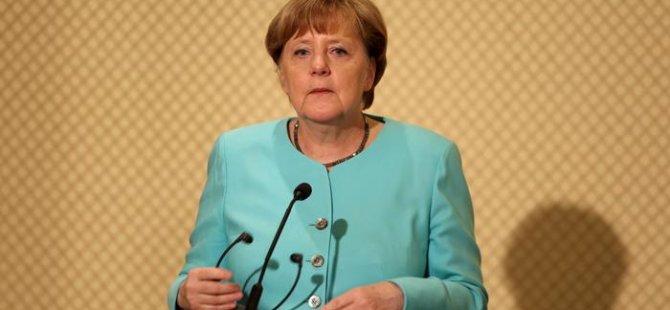 Merkel: Türkiye ile mülteci anlaşması örnek olmalı