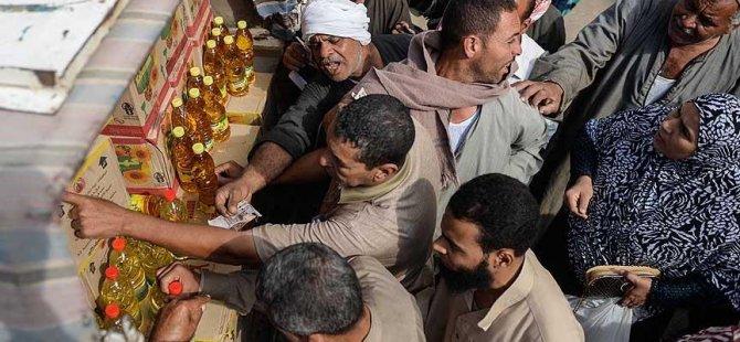 Mısır'da ekonomi baş aşağı gidiyor