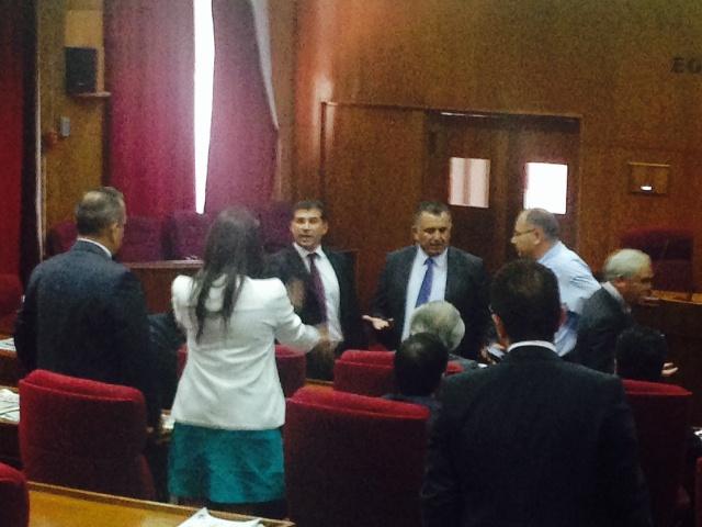 Meclis'te çirkin sahneler