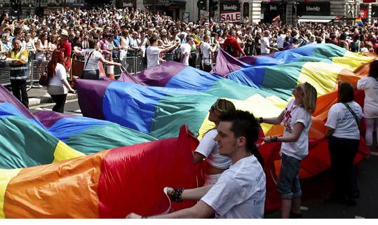 Londra'da eşcinseller günü kutlandı