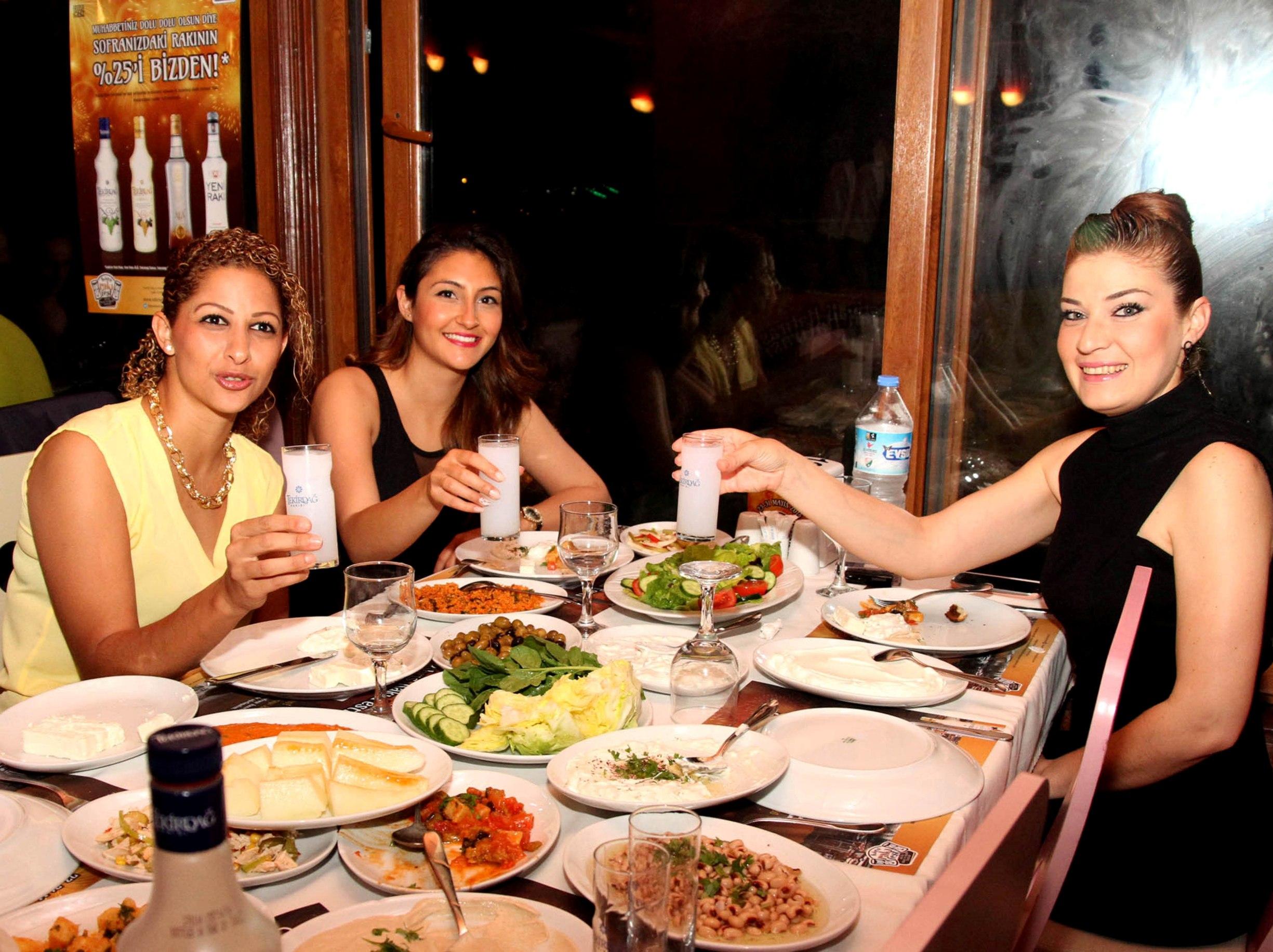 Kıbrıs Rakı Festivali dolu dolu devam ediyor