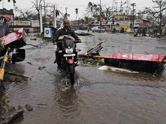 Hindistan'da şiddetli fırtına: 40 ölü