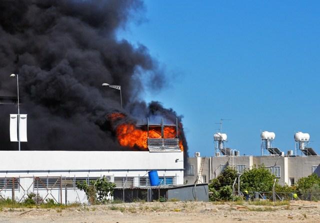 Limasol'daki yangın sürüyor