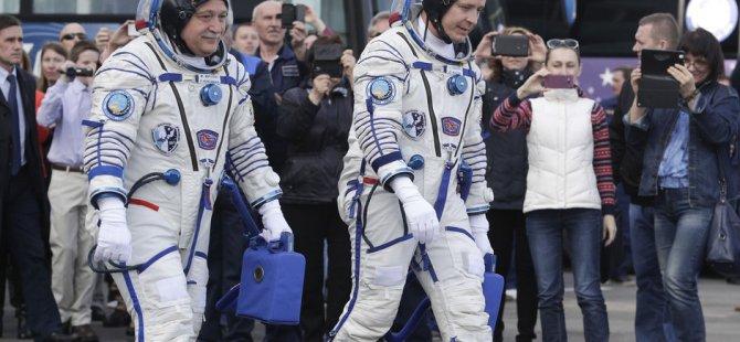 İki astronot uzay yolculuğuna başladı!