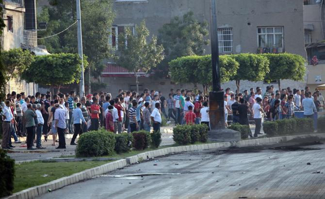 Adana'daki gösteride 15 yaşındaki bir çocuk öldü