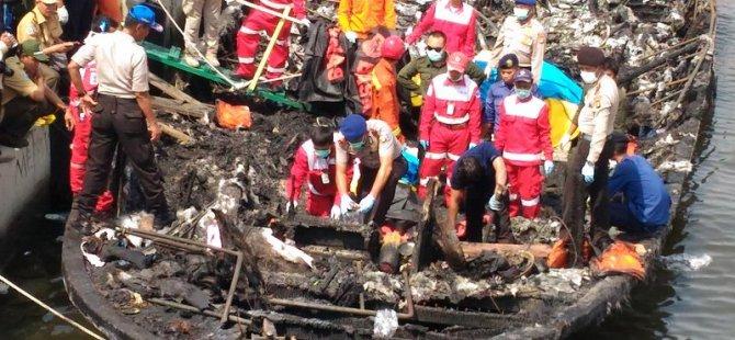 Endonezya'da feribot alev aldı: 5 ölü