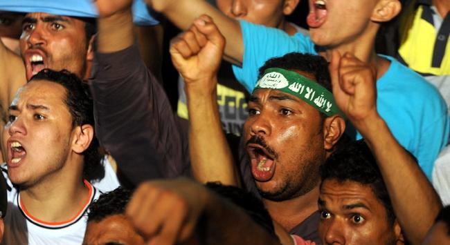 Mursi taraftarları meydanları terk etmiyor