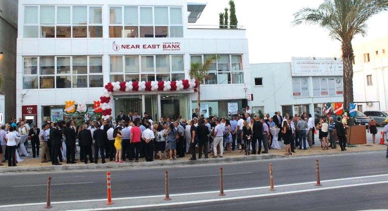 Near East Bank Girne Şubesi yeni binasında
