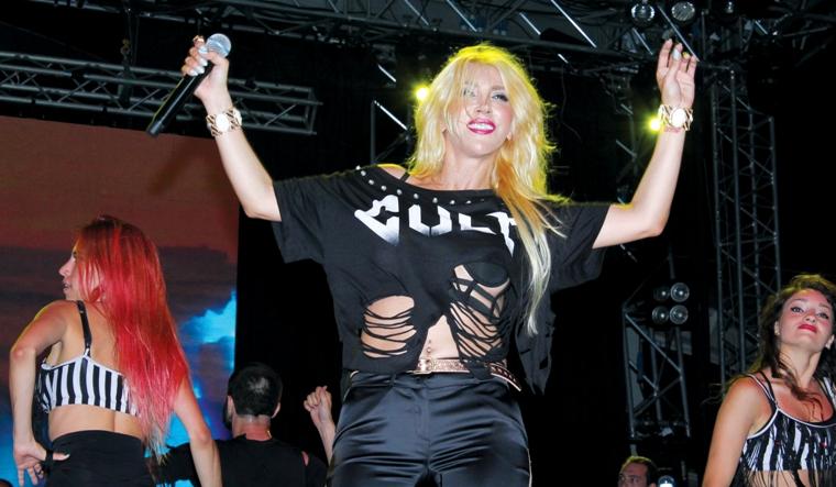 Hande Yener hayranları festivale akın etti