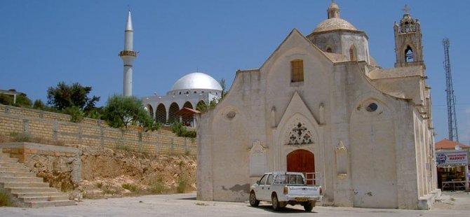 """Kıbrıslı Rumlara kuzey Kıbrıs'ta """"geçici oturma izni"""" zorunluluğu"""