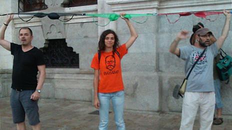 """İspanyol belediye başkanına """"sutyenli protesto"""""""