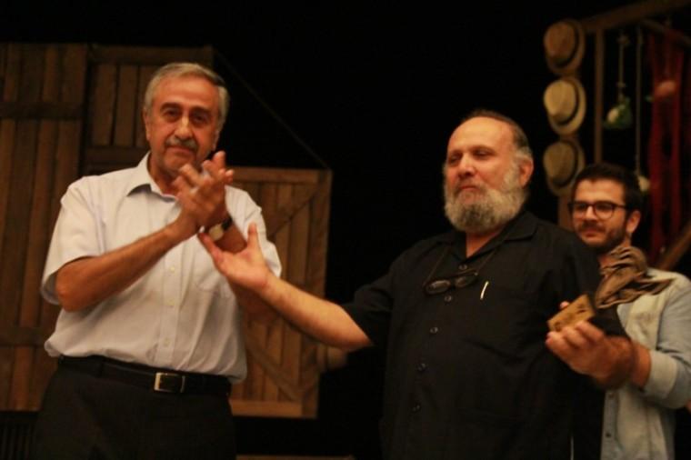 """Tiyatro Festivali """"Arturo Ui'nin Önlenebilir Tırmanışı"""" ile açıldı"""
