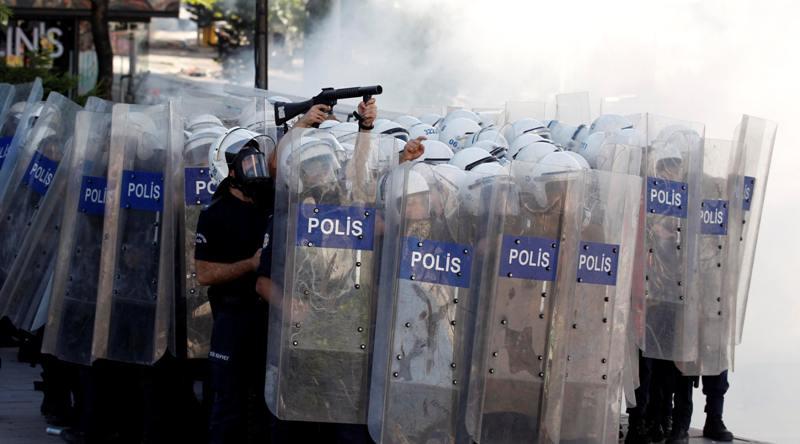 Polis artık demir cop kullanacak
