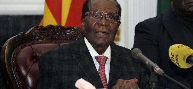 Mugabe koltuğu bırakmamakta ısrarlı