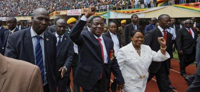Zimbabve'nin yeni lideri yemin etti