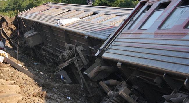 Yolcu treni raydan çıktı: 100 yaralı