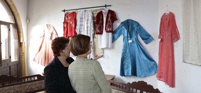 Meral Akıncı, El Sanatları Kooperatifi Sergisinin açılışını yaptı