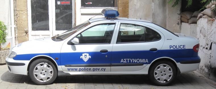 Rum polisi arabasını geri alıyor
