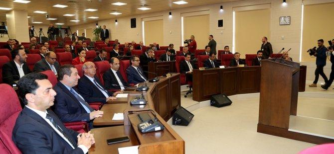 Meclis 12 saati aşkın süredir devam ediyor