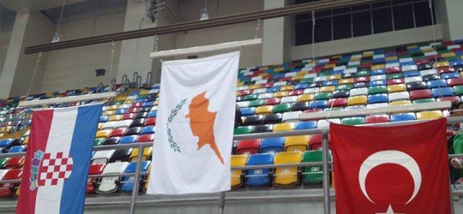Kıbrıs Cumhuriyeti Bayrağı  İstanbul'da dalgalandı...Balkan Salon Atletizm Şampiyonası bugün İstanbul'da yapılıyor