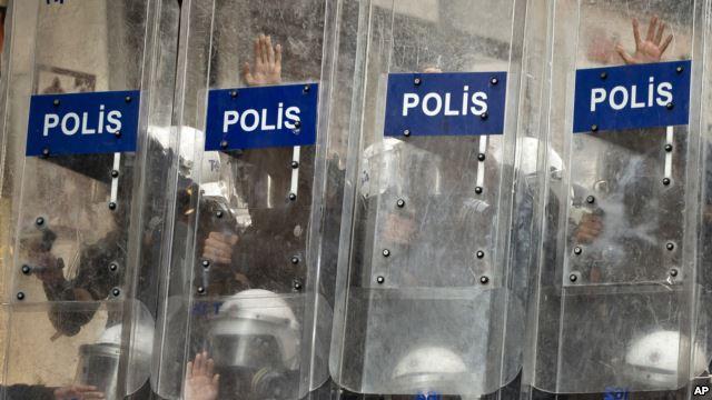 Gece Çatışma Çıkan Gezi Parkı Yeniden Açıldı
