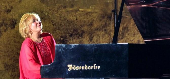 14. Bellapais İlkbahar Müzik Festivali…Gülsin Onay Cuma akşamı piyano resitali verecek