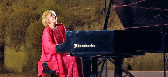 Gülsin Onay Cuma akşamı piyano resitali verecek